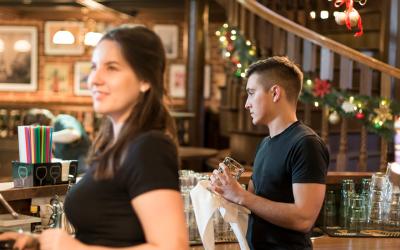 Rad u ugostiteljstvu – najneizvesniji izvor prihoda za mlade?